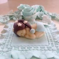 Detaljer fra baby på kaken.