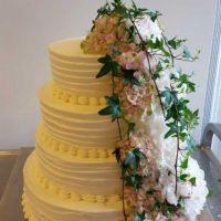 Bryllupskake med friske blomster