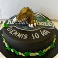Dinosaurkake med t-rex som kommer ut av Jurassic world.