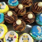 Minionccupcake og elsacupcakes